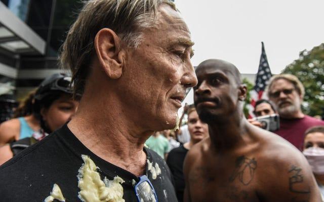 Gururlu Baş Çocuk, Portland, Oregon'daki Hafta Sonu Protestolarından Sonra Antifa'yı Terör Örgütü Yapmakla Tehdit Ediyor