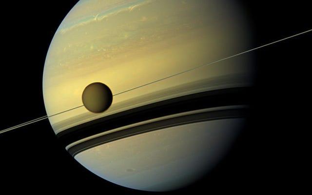 La meilleure lune de Saturne s'éloigne plus vite que nous ne le pensions