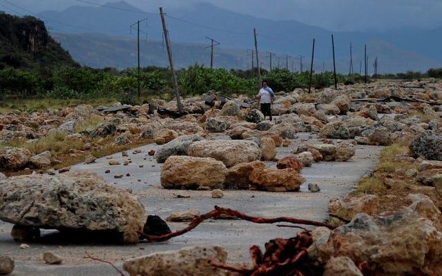 カリブ海のハリケーンマシューによって引き起こされた荒廃の写真は悲痛です
