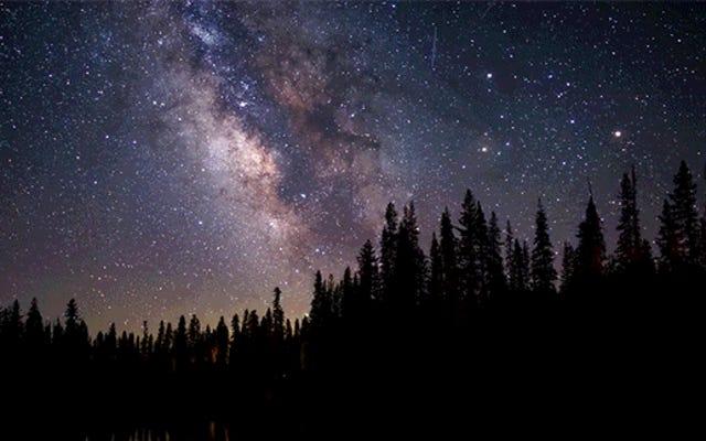 さまざまなレベルの光害が星を見るのをどのように妨げているかを確認してください