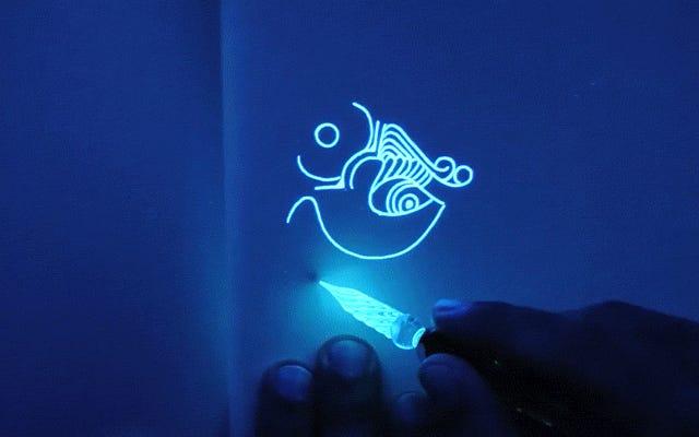 Bob Ross จาก Glow-in-the-Dark Drawing