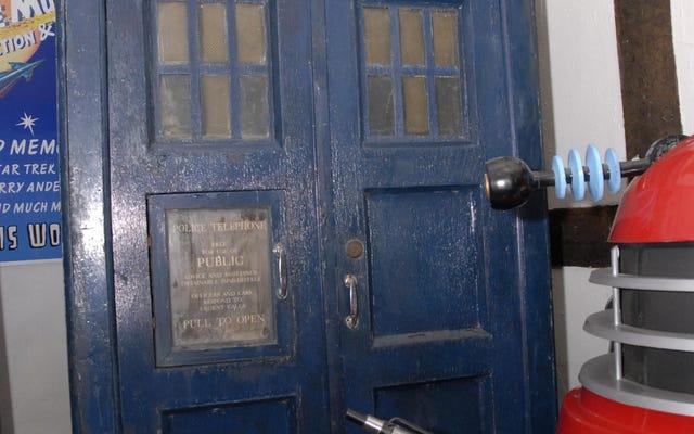 TARDIS Jon Pertwee Terlihat Lebih Buruk Untuk Dikenakan