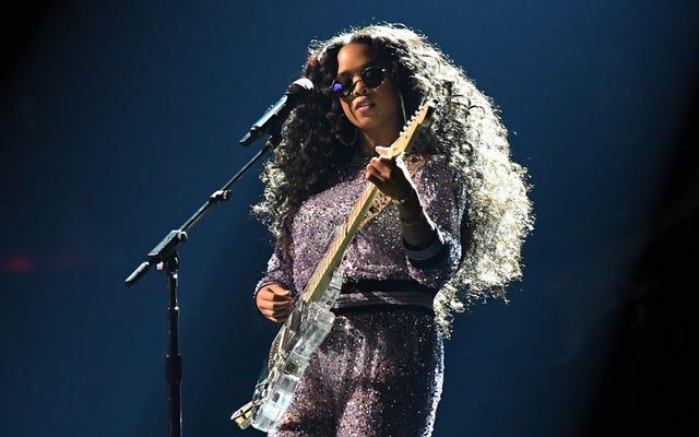 HER объявляет о еженедельной прямой трансляции в Instagram Girls With Guitars