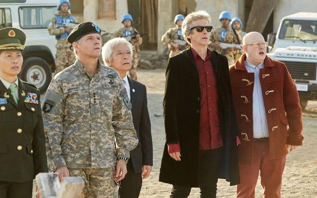 医者は世界の終わりにピラミッドを訪問します