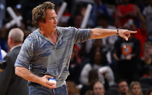 Chủ sở hữu Pistons Tom Gores kiếm được hàng triệu USD khi hút máu từ hệ thống nhà tù bị hỏng