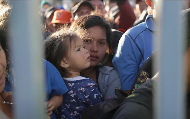 トランプは、料金の請求を含む、庇護希望者に対する新しい制限を命じる