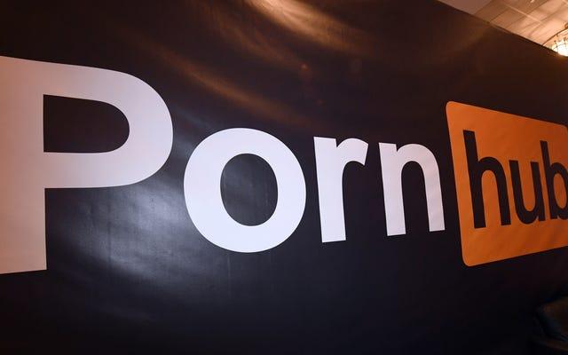 Hombre de Nueva Jersey demanda a Pornhub por publicidad que usa su selfie deslumbrante