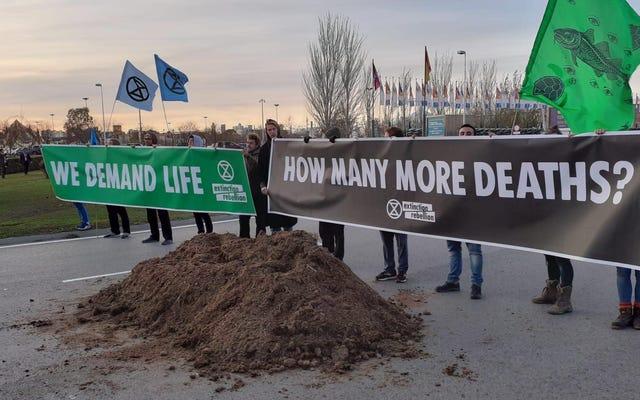 La Cumbre del Clima de la ONU continúa girando sus ruedas hasta el fin de semana, y los manifestantes no lo están teniendo