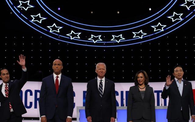 Gần 1 trong 3 thanh niên da đen nói rằng Đảng Dân chủ không quan tâm đến họ