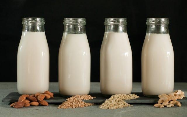 """Alcuni produttori di latte preferiscono chiamarlo """"succo di noci"""" piuttosto che latte di mandorle"""