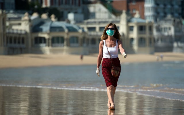 最新の調査によると、夏の暑さはコロナウイルスの蔓延を止めない
