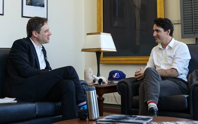 カナダのジャスティン・トルドー首相:バーで、小便器をひじで洗い流してください