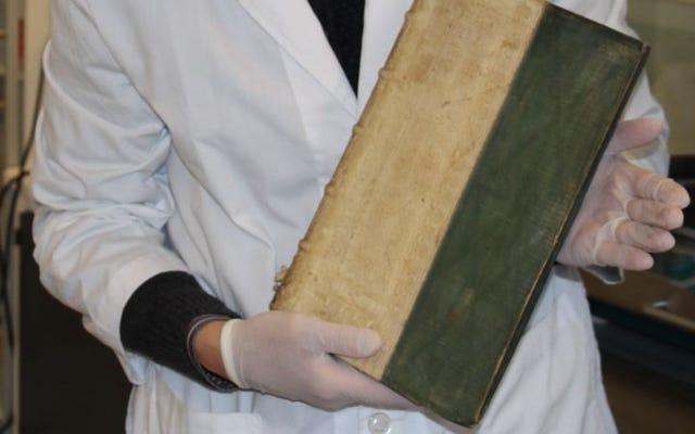 Tiga buku beracun ditemukan di perpustakaan universitas di Denmark