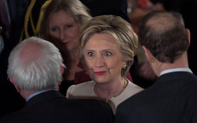 Hillary Clinton chỉ yêu Bernie Sanders, gọi ông ấy là một chính trị gia nghề nghiệp, người mà 'không ai thích'
