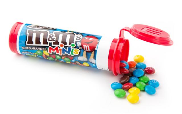 キャンディーを使って子供にピルを飲み込む方法を教える