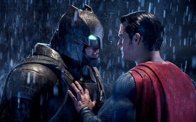 नहीं, ज़ैक स्नाइडर ने कभी भी गंभीरता से बैटमैन और सुपरमैन स्टेपब्रोज़ बनाने पर विचार नहीं किया