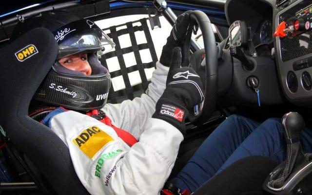 Una delle donne più veloci della Germania sta per conquistare il club dei ragazzi di Top Gear
