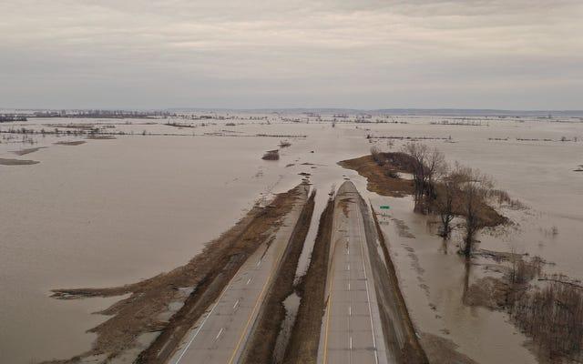Comment les inondations historiques dans le Midwest pourraient alimenter la `` zone morte '' du golfe du Mexique