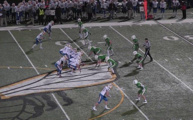 L'équipe de football du lycée se rachète avec un retour fou un an après l'effondrement de la fin du match