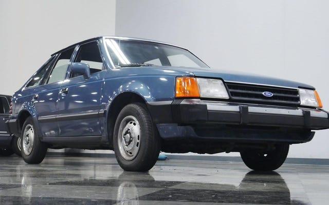 この1986年のフォードエスコートサバイバーはほとんど不可能なほどきれいです