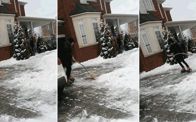La última moda adolescente es palear nieve con un hoverboard