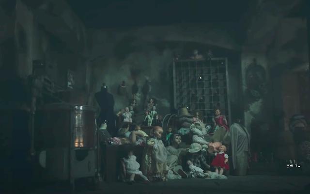 La hantise de la bande-annonce de Bly Manor vous rappelle de ne pas laisser de poupées effrayantes traîner