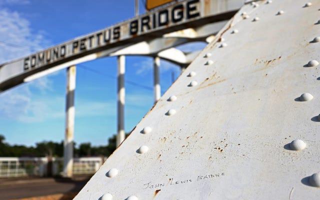 アラバマ州セルマ、議員が有権者がエドマンドペタス橋の名前を変更することを許可する法律を発表