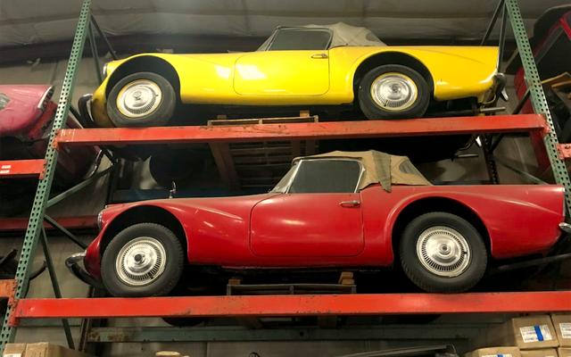 ワシントンの男性が、これまでに製造された中で最も醜いスポーツカーの超レアなコレクションを発見しました