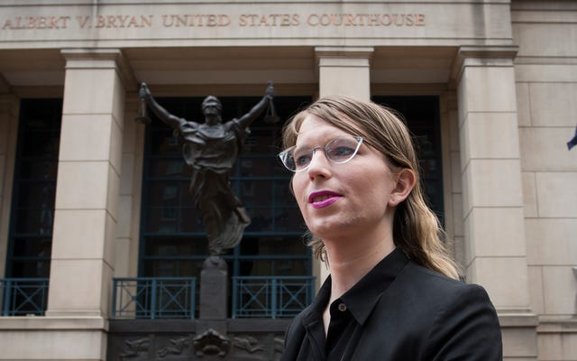 Chelsea Manning peut rester en prison pour une autre année, selon les règles du juge