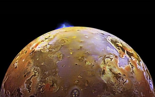 木星の衛星イオで検出された巨大な溶岩波