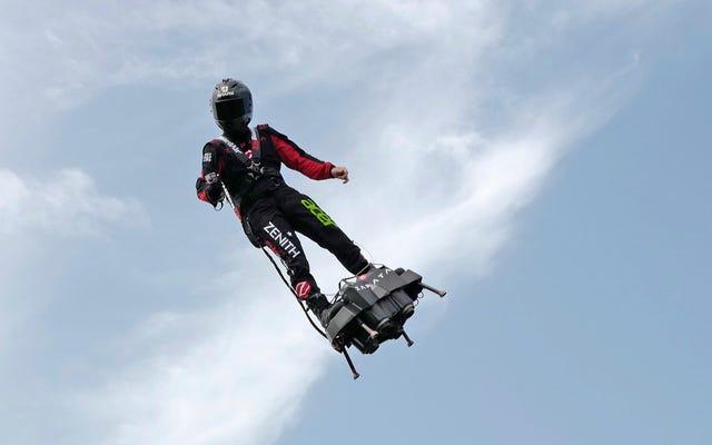 Hoverboards inventor francés al otro lado del Canal de la Mancha, logra no chocar esta vez