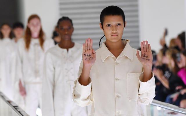 'Kesehatan Mental Bukan Mode': Gucci Memicu Kontroversi — Lagi-Lagi - Sebagai Model yang Diprotes di Landasan Pacu Milan