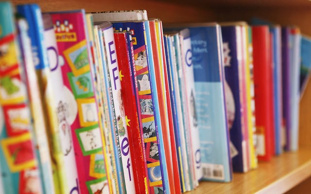 Utilisez un livre à la place d'une carte d'anniversaire pour enfants