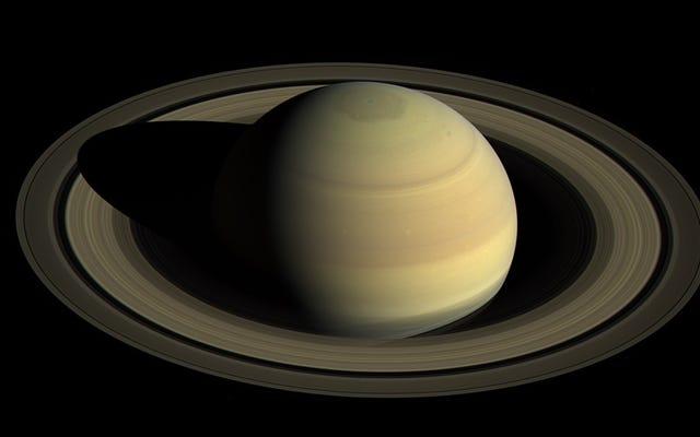 Whoa, les astronomes viennent de trouver 20 nouvelles lunes autour de Saturne