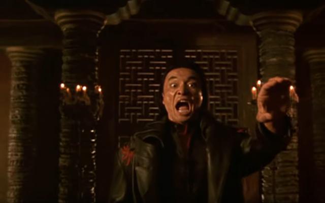 """उस आदमी को जानो जो चिल्लाता है """"नश्वर कोम्बाट!"""" नश्वर कॉम्बैट थीम गीत में"""