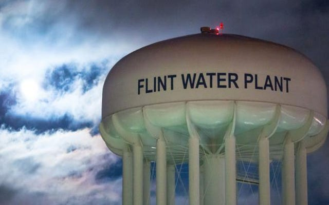 #Flint: Бывшему чиновнику здравоохранения Мичигана приказано написать жителям письмо с извинениями за водный кризис