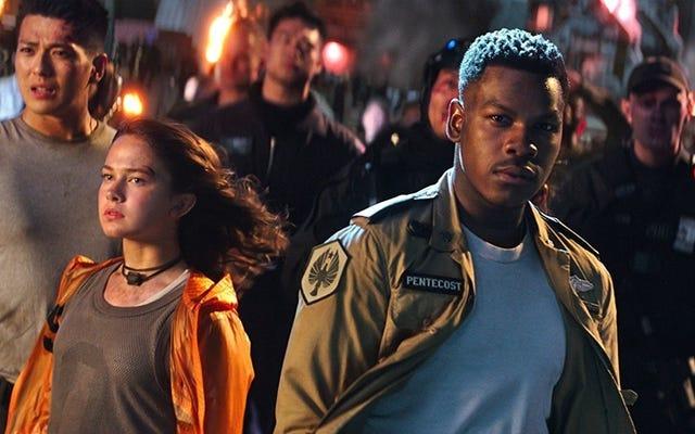 Pacific Rim Uprising es una película terrible que en realidad es buena para los negros
