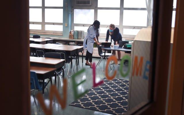 連邦プログラムは、すべてのシカゴ公立学校の学生に食費として450ドルを送金します