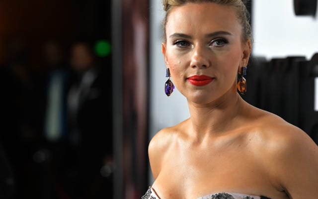 ลองนึกภาพว่า Scarlett Johansson คิดว่าเธออาจจัดการฟันเฟือง Rub & Tug ผิด