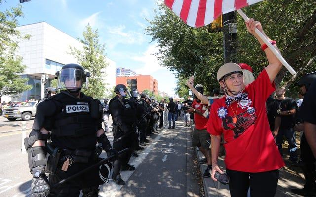 Texte zwischen der Polizei von Portland und Rechtsextremisten beweisen Absprachen ... Stichwort Schock und Ehrfurcht