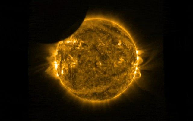最高の日食ビデオ