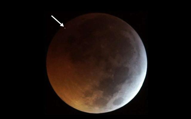 Ils enregistrent pour la première fois de l'histoire l'impact d'une météorite contre la lune lors d'une éclipse totale