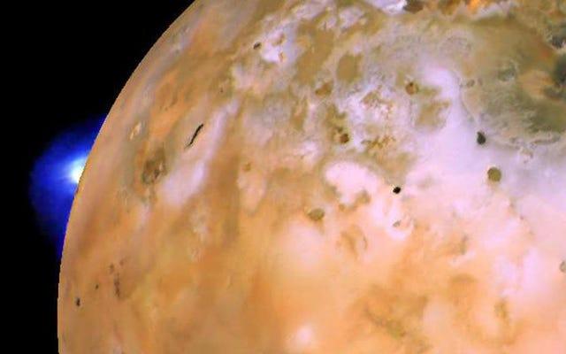木星の溶けた衛星イオの最大の火山はいつでも噴火する可能性が高い