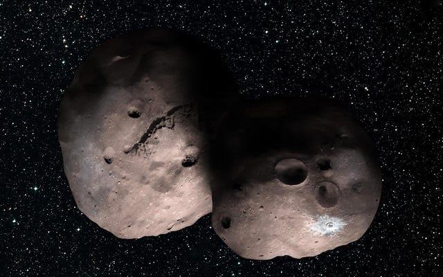 New Horizonsプローブが向かっているオブジェクトは、以前に考えられていたよりも大きく、独自の月を持っているように見えます