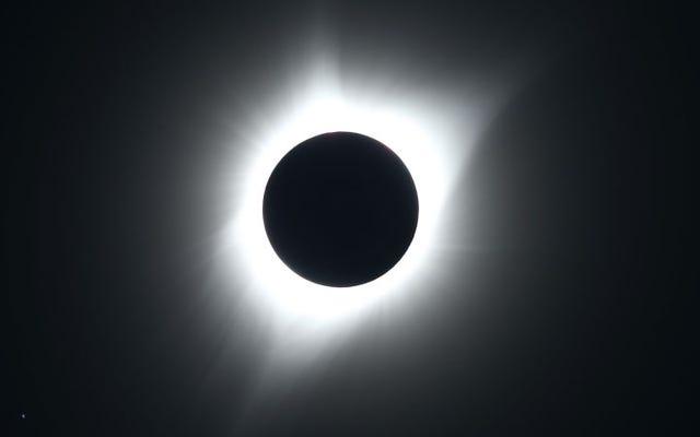 Comment voir l'éclipse solaire d'aujourd'hui de n'importe où dans le monde