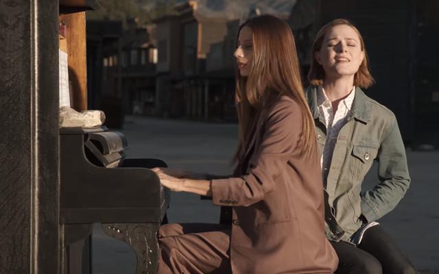 """Le stelle di Westworld realizzano un video """"spoiler"""" della durata di 25 minuti solo per i fan dei troll"""