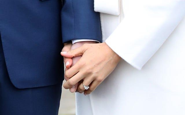Обручальное кольцо никому не нужно