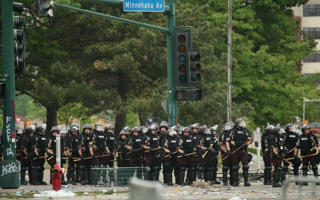 警察は全国で暴力を扇動することによって抗議のポイントを証明します