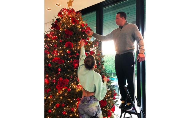 Arrosez les arbres de Noël très assoiffés de ces célébrités