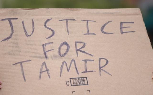 司法省は、タミール・ライスの殺害に対する公民権調査を停止しましたが、彼の家族に通知することを気にしませんでした